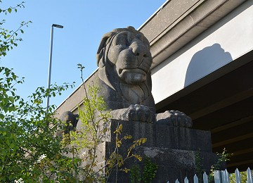 one of the four Britannia Bridge limestone lions