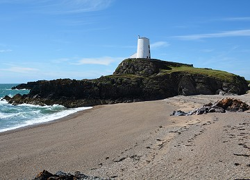 Twr Mawr Lighhouse and beach on Llanddwyn Island